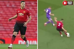 Man Utd news: Fans LOVE Diogo Dalot's highlights for U23s ...
