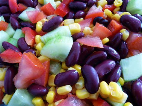cuisine salade salade mexicaine haricots rouges tomate poivron concombre