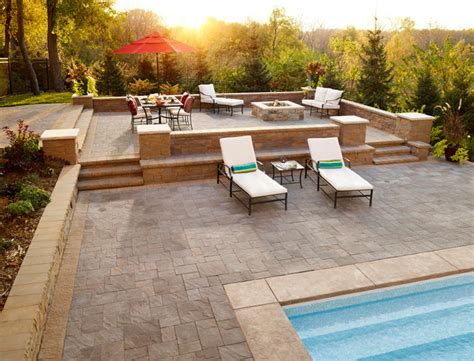 a splash paver pool deck with retaining wall