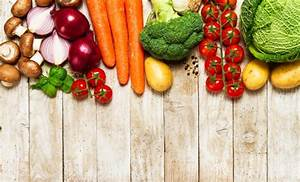 Different vegetables on a wooden table Photo Premium