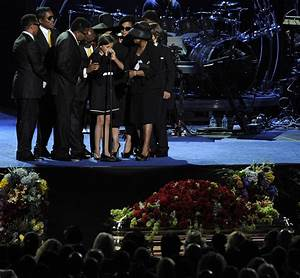 Paris Jackson Photos Photos - Memorial Service For Michael ...