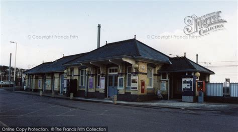 Photo of St Neots, Station Booking Office 2005
