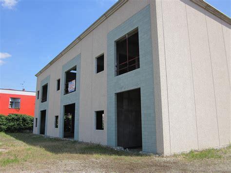 vendita capannone capannone con palazzina uffici e io piazzale pielle