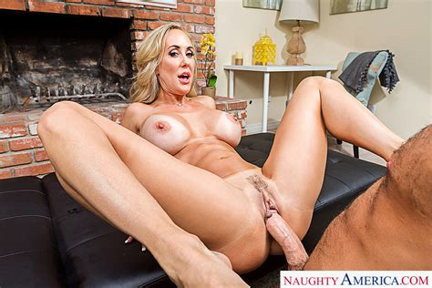Brandi Love Fucking In The Living Room With Her Tits Vr