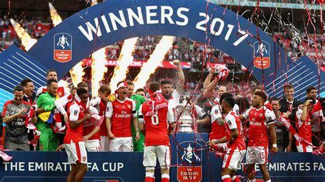 famousmales > Arsenal celebrate winning FA Cup final 2017