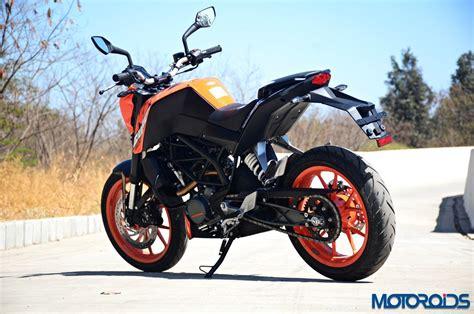 Review Ktm Duke 200 by 2017 Ktm 200 Duke Ride Review Motoroids