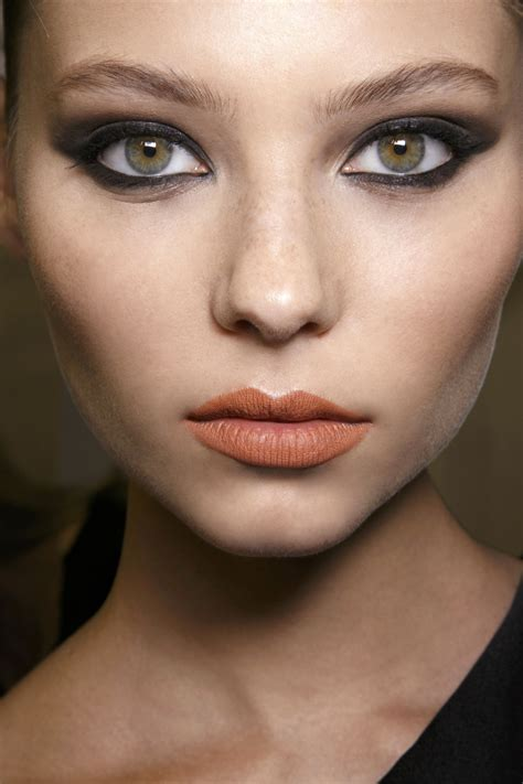 wear orange lipstick     pumpkin stylecaster