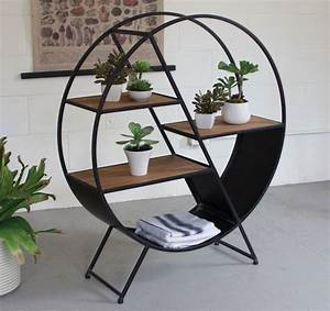 Etagere en fer forge pour une deco pleine de caractere for Deco cuisine pour meuble tv contemporain