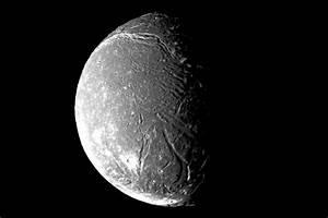 Uranus' satellites & moons – Triton and another 11 moons ...