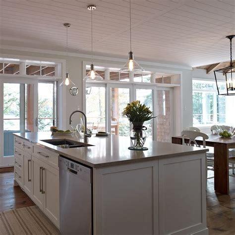 cuisine contemporain grand ilot de cuisine contemporaine avec lave vaisselle et