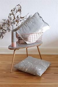 Couch Stoff Reinigen : diy sofakissen mit stylischem stoffdesign obsigen ~ Markanthonyermac.com Haus und Dekorationen