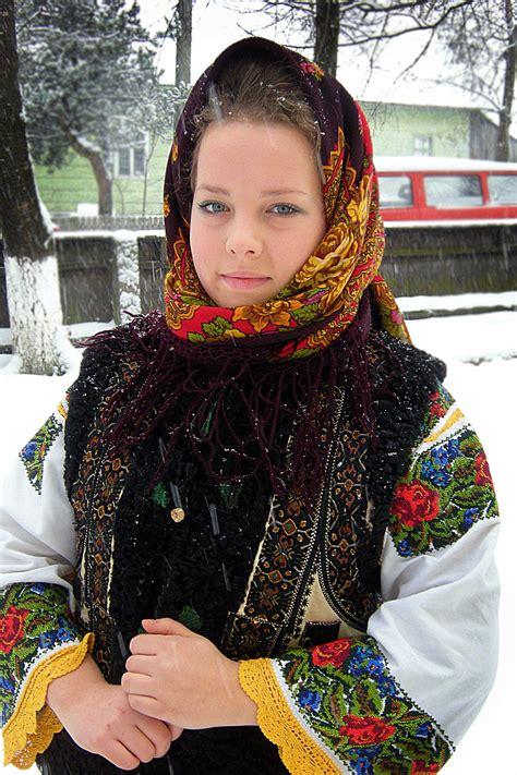 costum popular romanesc | Romanian clothing, Romanian ...