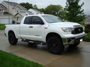 Toyota Tundra White with Black Rims