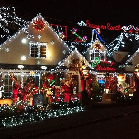 when do you start putting up christmas decorations poll