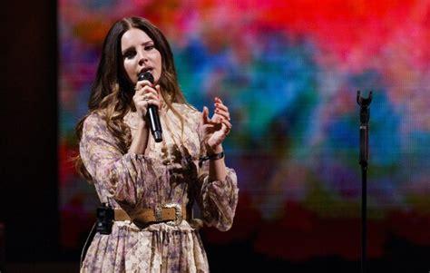 lana del rey elaborates  album art controversy