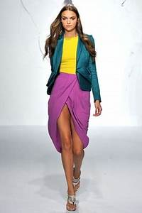 How to Wear Neon Colors