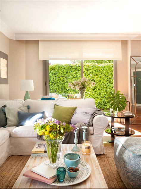 cojines para sofa verde oliva salones con toques en verde y azul