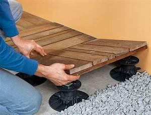 installer une terrasse en dalles de bois sur plots With pose dalle bois terrasse