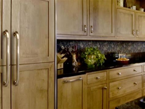 how to choose kitchen cabinets choosing kitchen cabinet knobs pulls and handles diy
