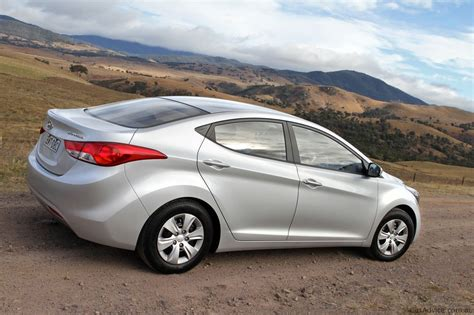 2011 Hyundai Elantra Reviews by 2012 Hyundai Elantra Review Photos Caradvice