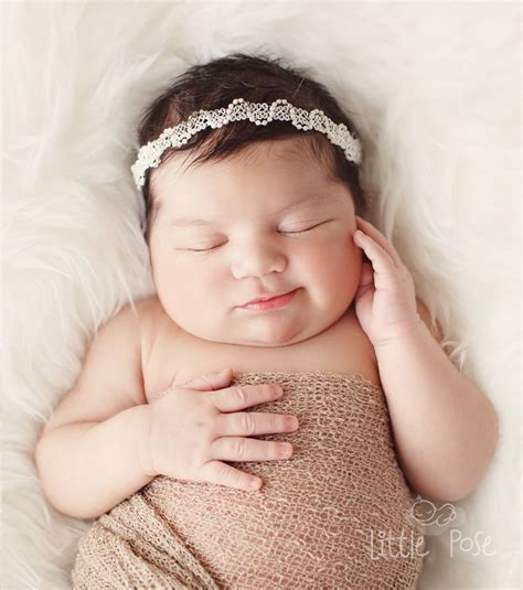 newborn photography   pound newborn baby girl gave