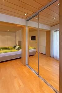 Bad Im Schlafzimmer : spiegelschrank im durchgang vom schlafzimmer ins badezimmer ~ A.2002-acura-tl-radio.info Haus und Dekorationen