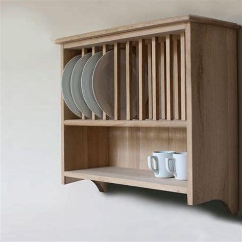 porte assiettes pour cuisine 1000 idées sur le thème armoire de cuisine de oak sur