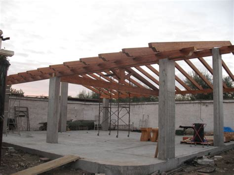 tetto a padiglione in legno foto tetto in legno lamellare a due falde con capriata