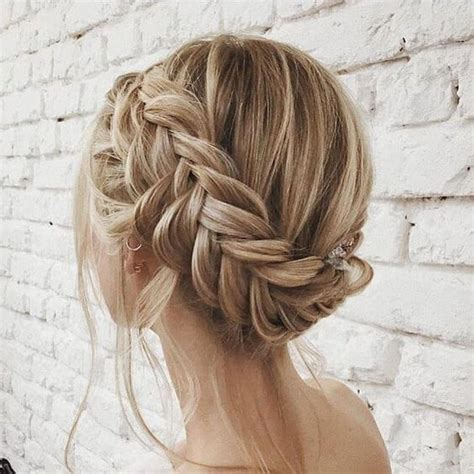 27 braid hairstyles for short hair that are simply