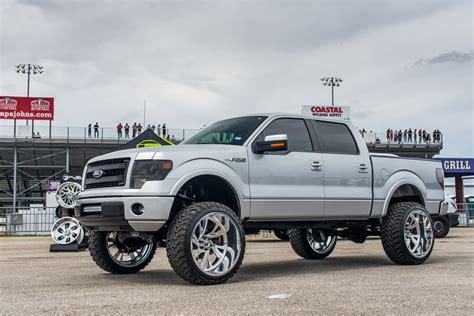 sleek ford    lift  chrome  road wheels
