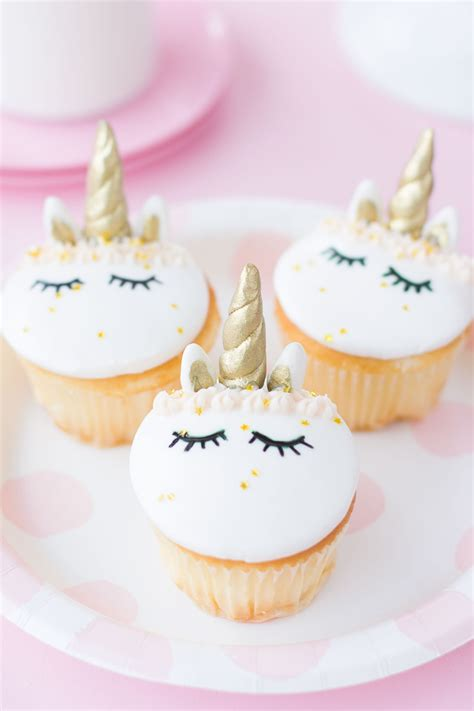 fondant unicorn cupcakes  friends