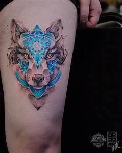 Loup Tatouage Signification : tatouage loup femme connotations et 40 id es sur les emplacements et les dessins tatouage ~ Dallasstarsshop.com Idées de Décoration
