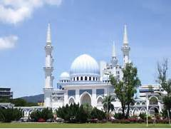 Visit a mosque or enjoy the nice scenic views in the 3rd largest state      Beautiful Masjid On Water