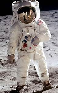 File:Aldrin Apollo 11 cropped.jpg - Wikimedia Commons