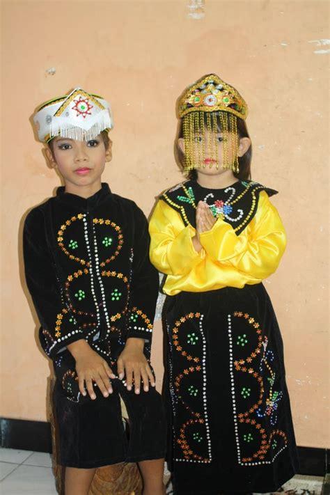 baju tradisional  dipake anak kecil  emang nggemesin bikin kamu nggak sabar punya anak