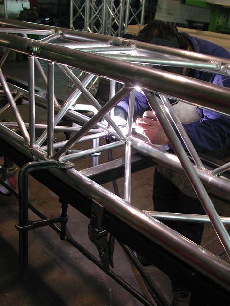 Tralicci Americane - tralicci scale dc produzione e vendita scale