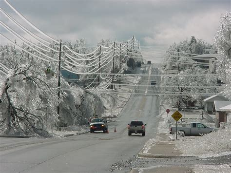 ice storm heads straight  oklahoma major power outages