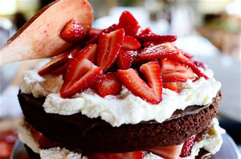 chocolate strawberry nutella cake  pioneer woman