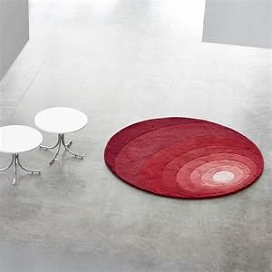 Tapis Rond Design : luna tapis design de verner panton verpan tapis rond 120cm rouge ~ Teatrodelosmanantiales.com Idées de Décoration