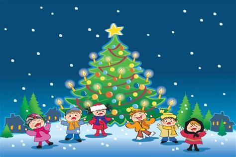 ni 241 os cantando villancicos junto al 225 rbol de navidad 44353