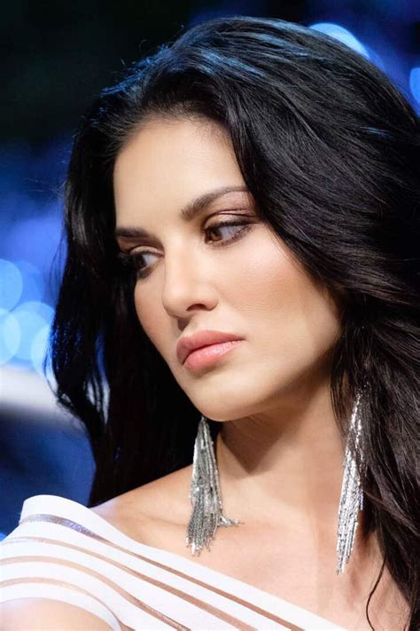 Latest Hot Stills Of Sunny Leone,hot,spicy,sizzling,glamour