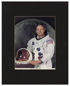 Lot Detail - Neil Armstrong Signed 7.75'' x 10'' Photo in ...