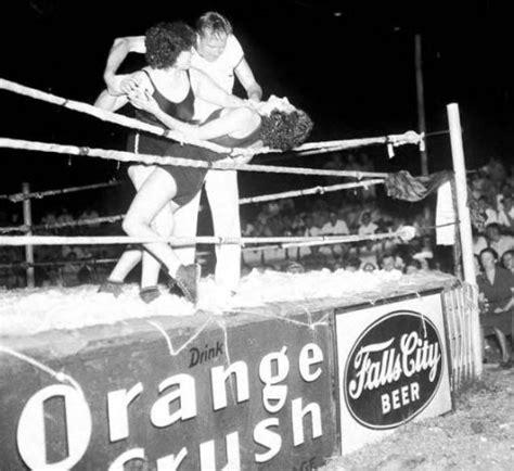 Vintage Female Wrestling  27 Amazing Photos That Show