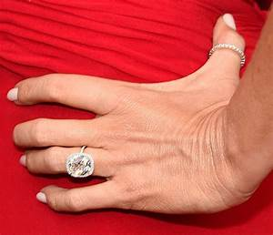 first pictures of zooey deschanel39s engagement ring With sofia vergara wedding ring