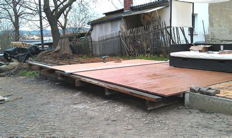Terrasse Auf Rasen Bauen holzterrasse bauen auf rasen