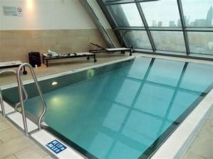Pool Mit Gegenstromanlage : kleiner pool mit gegenstromanlage radisson blu hotel frankfurt frankfurt am main ~ Eleganceandgraceweddings.com Haus und Dekorationen
