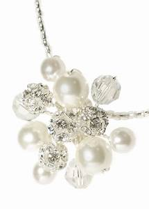 Les bijoux les plus adaptes a une robe de mariee a for Robe pour mariage cette combinaison collier perle mariage
