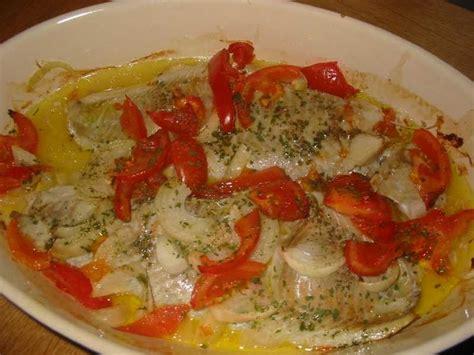 cuisiner le lieu noir recette de filets de poisson au four la recette facile