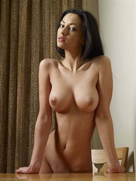 Slim And Busty Anna Nude On Her Table Nextdoor Mania