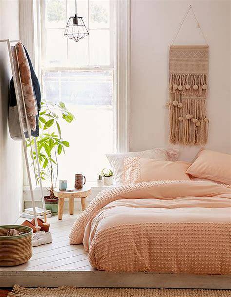 pouf de chambre comment aménager une chambre décoration